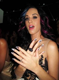 Known For Their Chart Topping Singles And Signature Styles Katy Perry Rihanna Both Wore Broadway 2 Step Natural Nails At The MTV Video Music Awards
